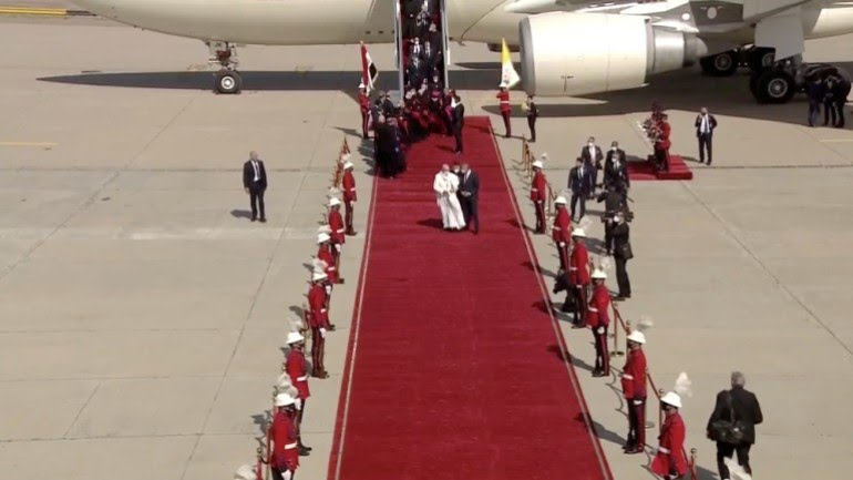 Pope arrives in Iraq